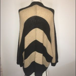 Chico's gold and black sweater size 3